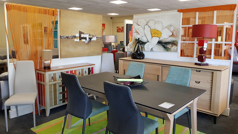 Exemple de séjour dans le magasin d'exposition des meubles