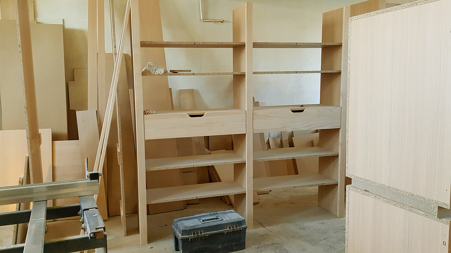 Atelier de fabrication des meubles : réalisation d'un dressing sur mesure