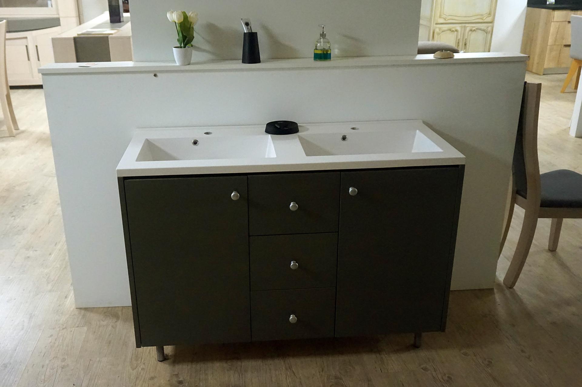 Réalisation d'un meuble de salle de bains sur mesure